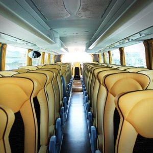 viaggio di maturita student village capodanno-in-montagna-giovani-madonna-di-campiglio-bus