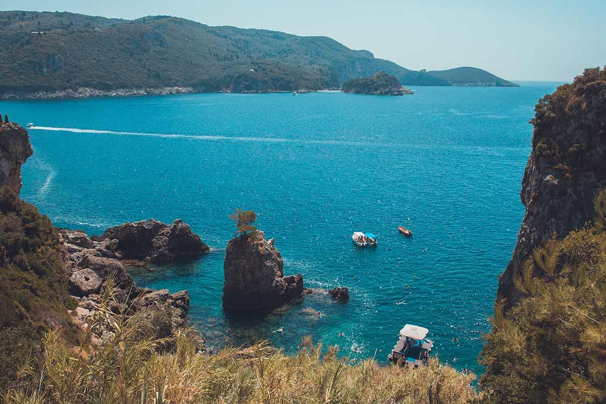 viaggio-di-maturita-vacanze-a-corfu-per-giovani-paleokastritsa