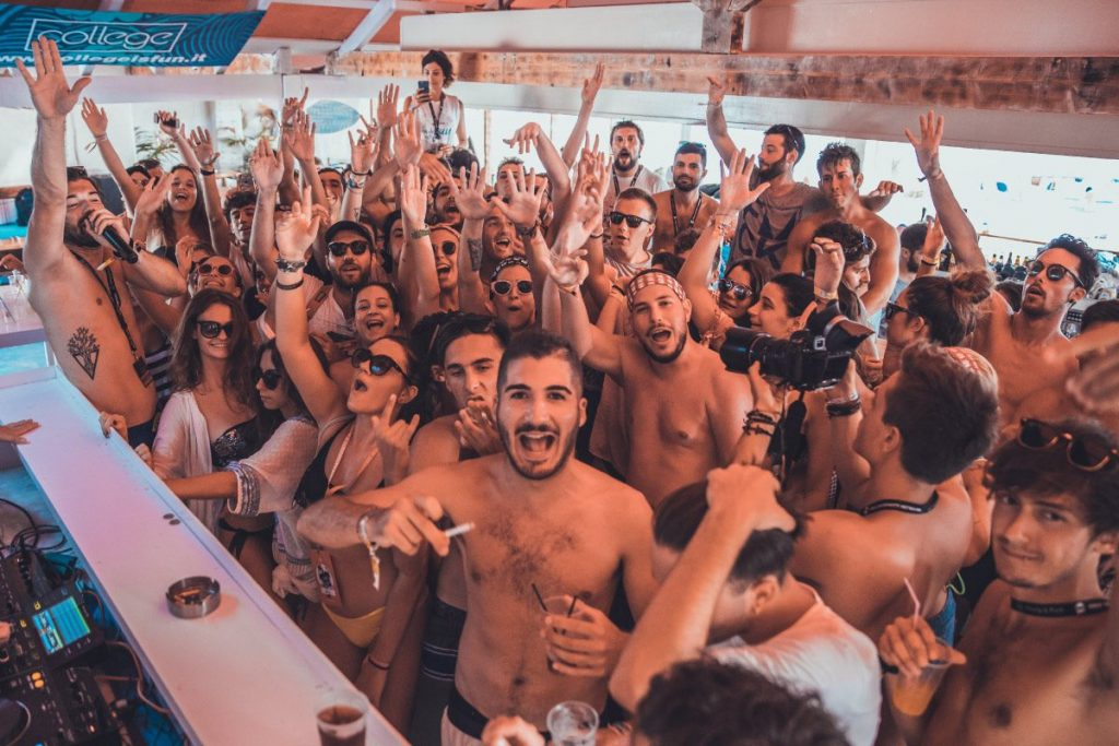 vacanze per giovani a corfù - viaggio di maturtià - beach party marathias