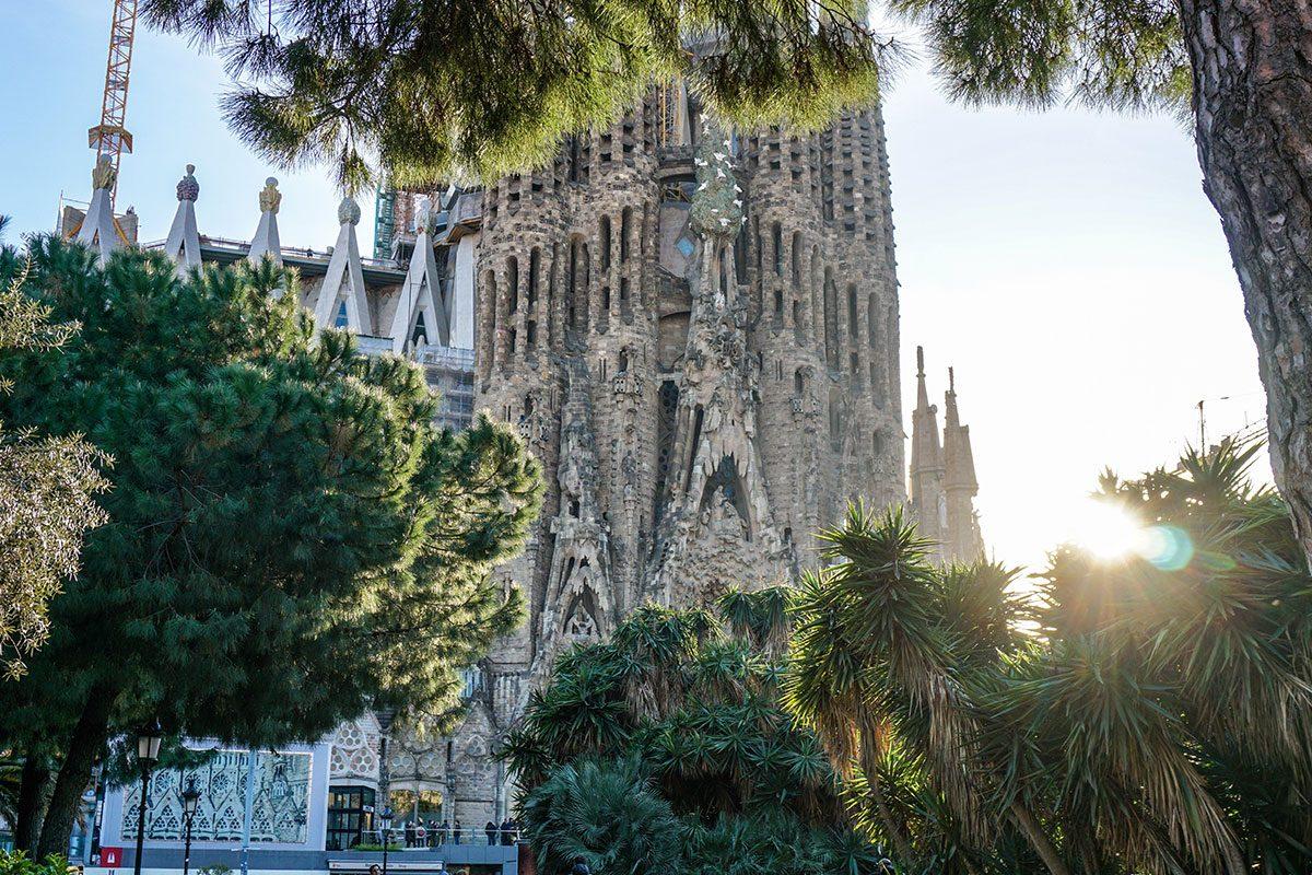sagrada familia: immagine della facciata sud durante una gita scolastica a Barcellona
