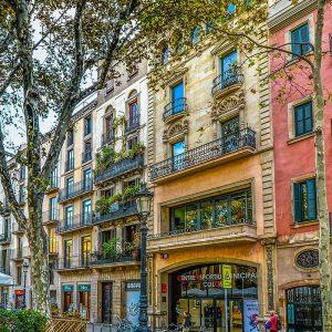 facciate colorate sulla Rambla a Barcellona