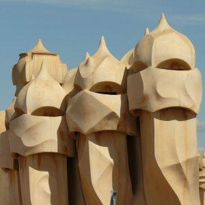 Camini della pedrera a forma di elmo di cavaliere