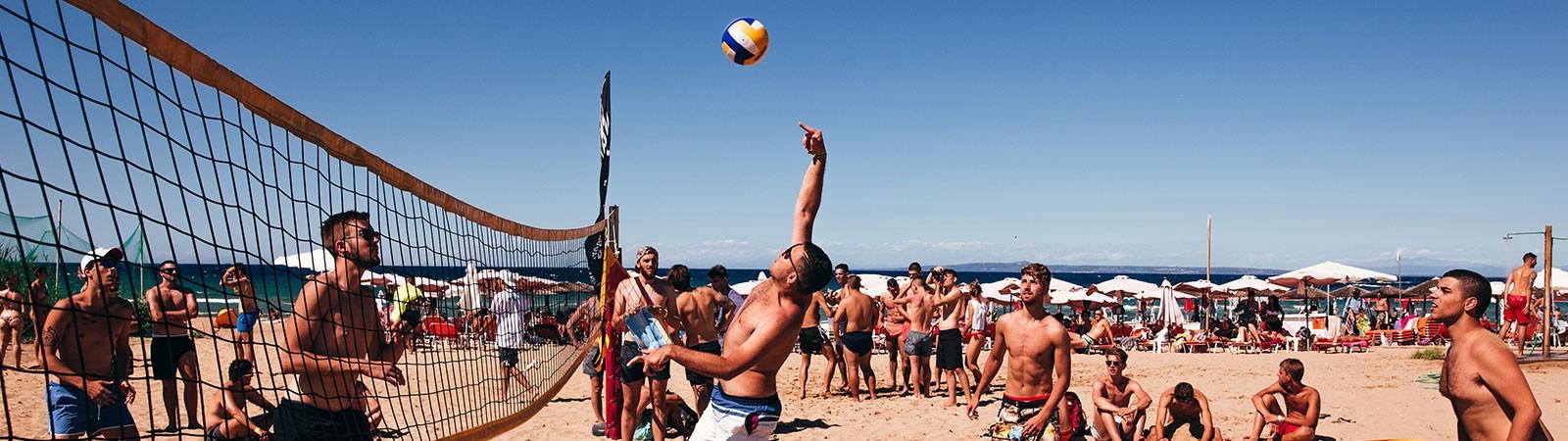 Beach volley e giochi nel viaggio evento a Zante