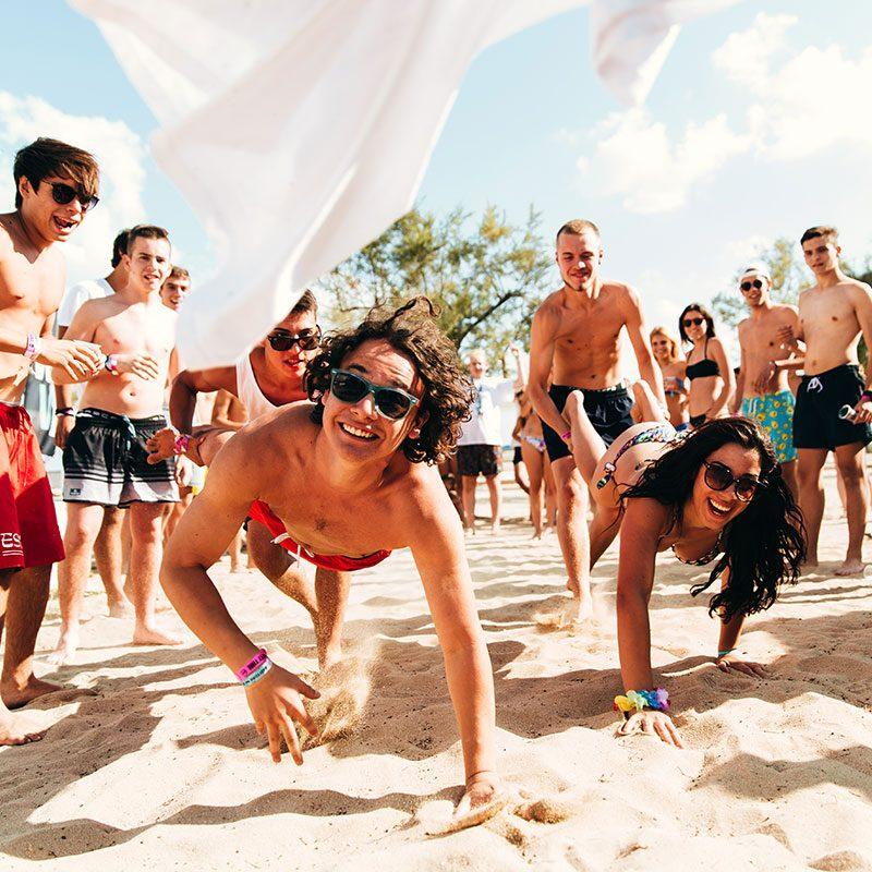 giochi in spiaggia durante le vacanze per ragazzi in salento student village