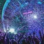 folla ad un festival di Pag a Zrce nei viaggi di maturità a pag