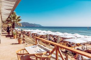 spiaggia di Glifada nei viaggi di maturità a COrfù