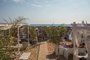 spiaggia di marathias viaggi per giovani